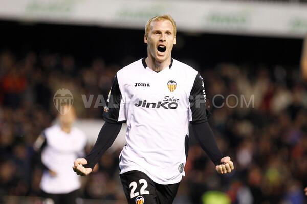 Mathieu celebrates the equaliser (credit to Valencia CF for the image)